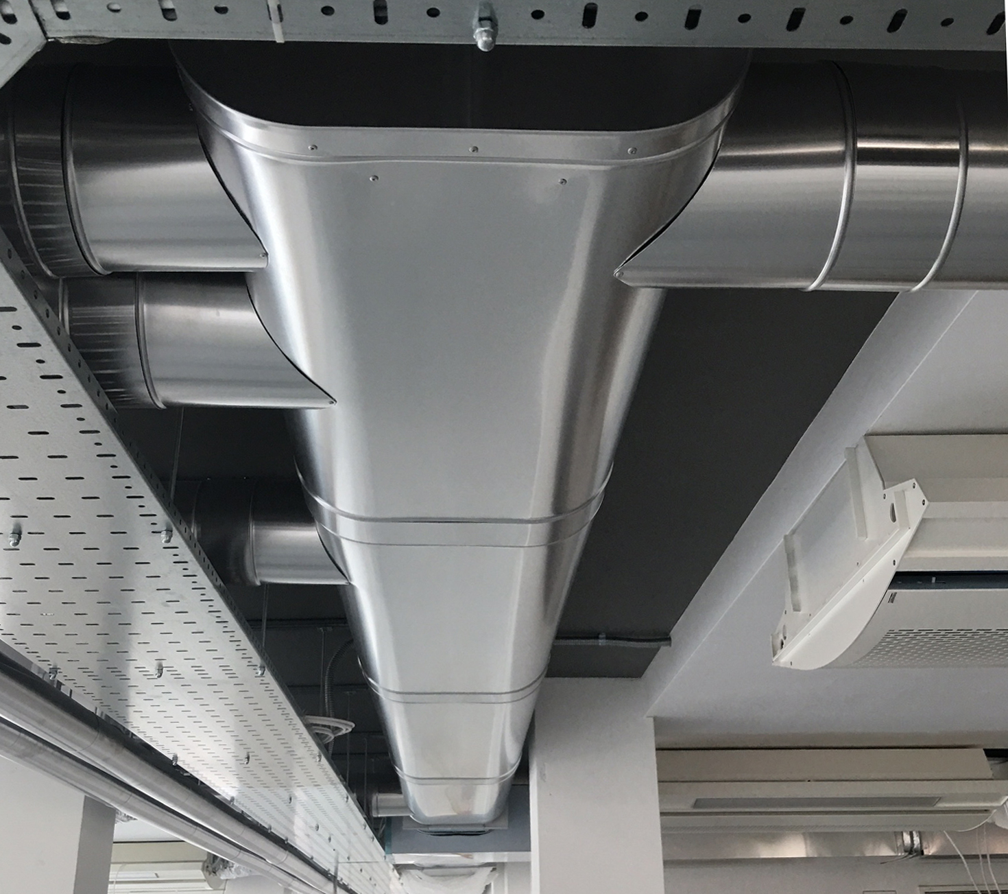 Ali clad insulated oval duct
